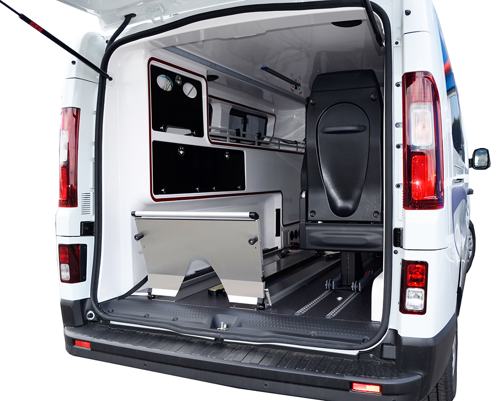 ambulance neuve renault trafic l2h1 am nagement petit by. Black Bedroom Furniture Sets. Home Design Ideas